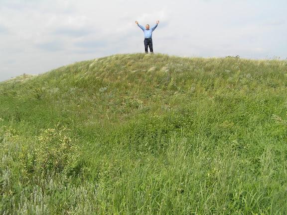 Древний Великий Русский оборонительный вал. Самарская область.  На основании  квадратной крепости.