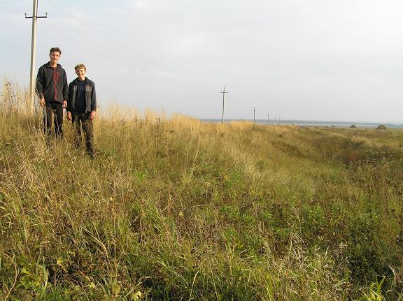 Древний Русский оборонительный вал. ф.8. Мензелинский р-н. Вдали перед лесом река Ик. 2005 г.